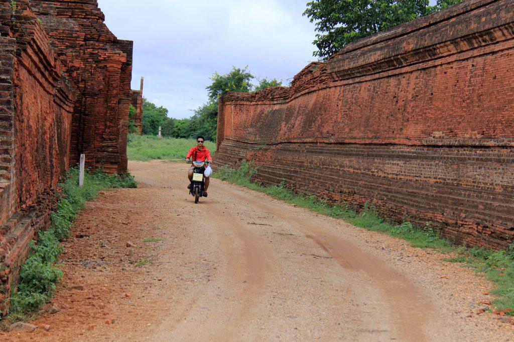 Xe đạp điện ở Bagan