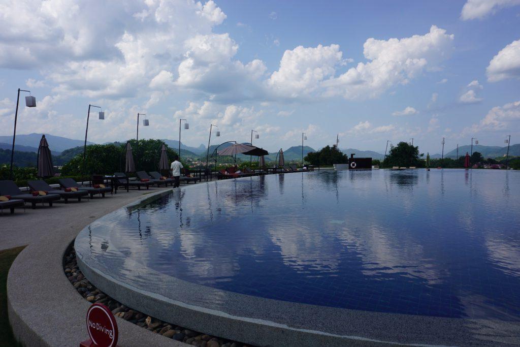 Hồ bơi ở khách sạn Luang Prabang View