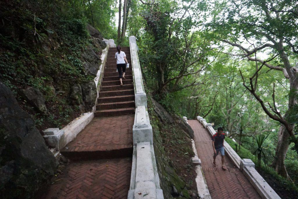 Đường lên núi Phou Si