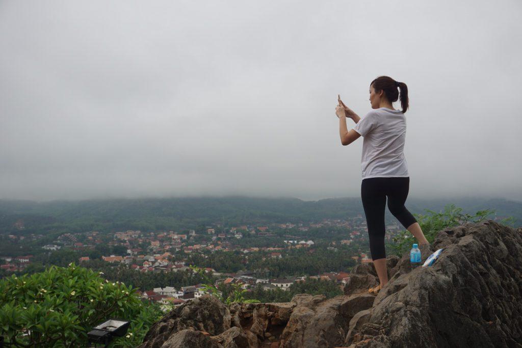 Leo núi Phou Si - Luang Prabang vào sáng sớm