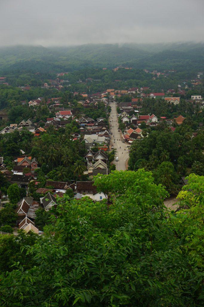 View xuống thị trấn Luang Prabang từ núi Phou Si