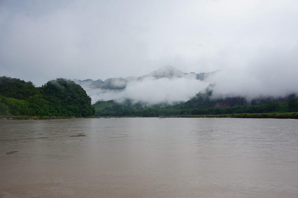 Ngược dòng sông Mekong từ Luang Prabang lên Pak Beng