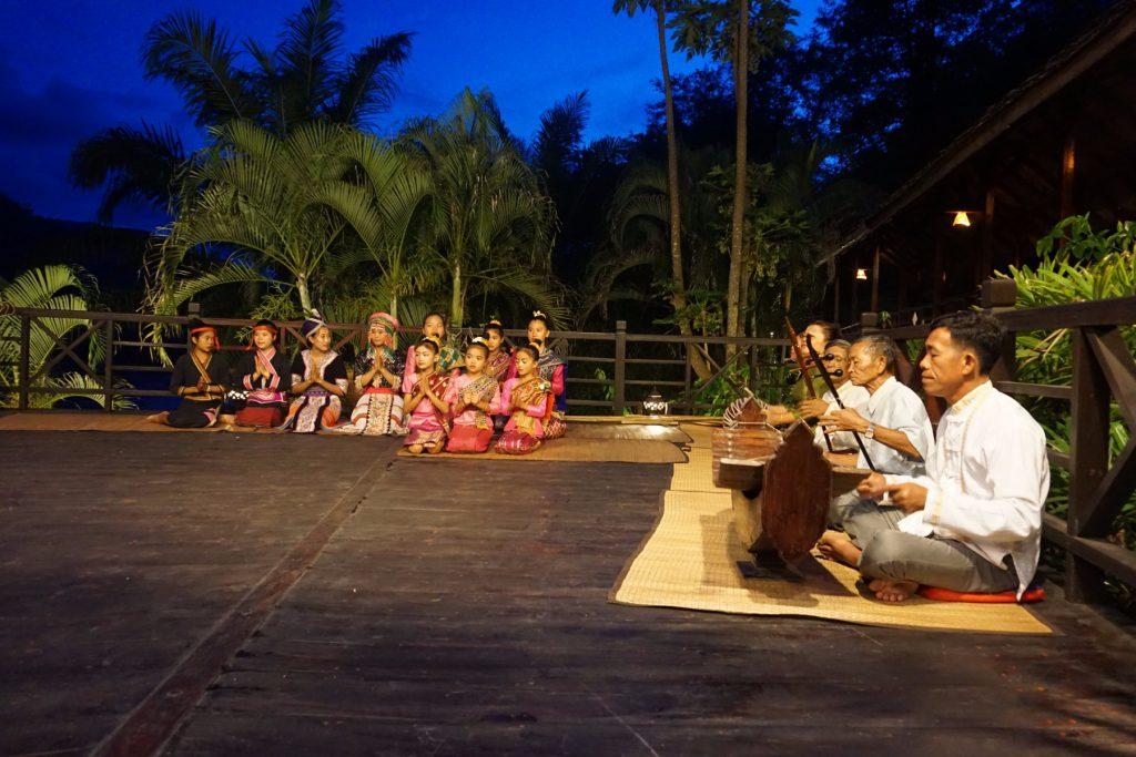 Múa hát truyền thống Lào tại Luang Say Lodge