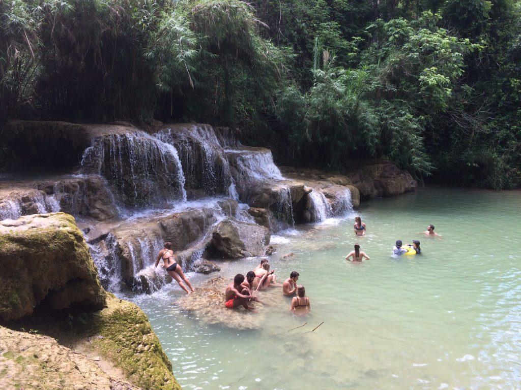 Tắm thác Kuang Si