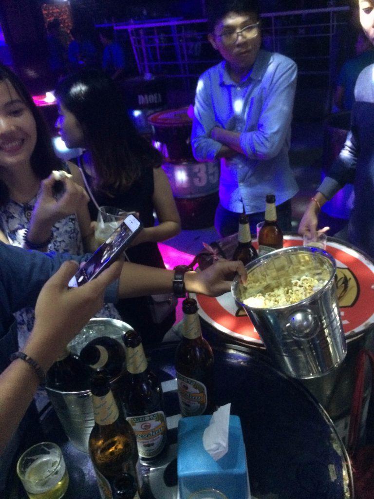 Đi bar ở Luang Prabang
