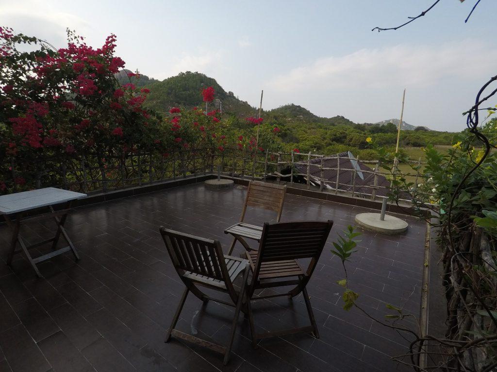 Villa Đảo Hoa Vàng - Ban công trước phòng Family