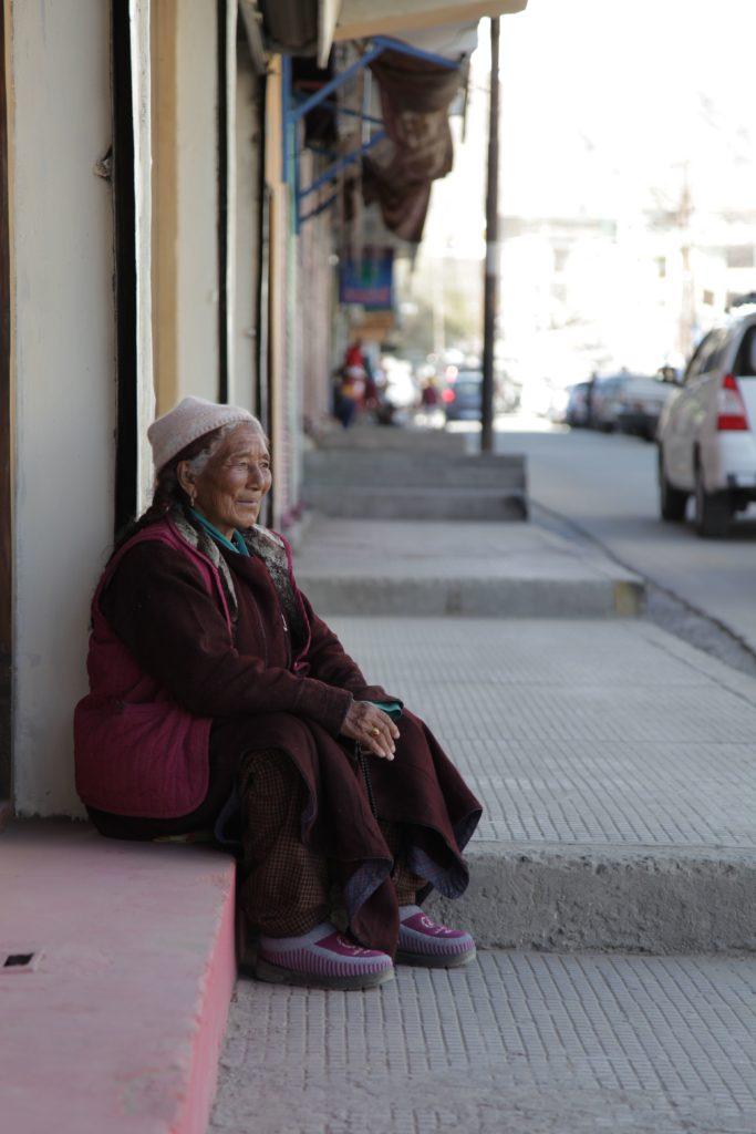 Bà cụ người Tạng