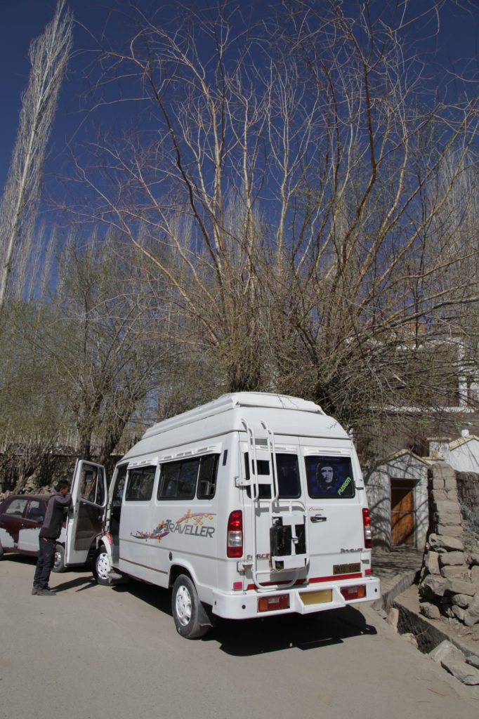 Xe Tempo Traveller ở Leh