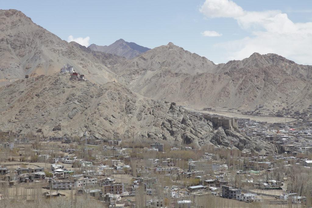 Leh Palace và Tsemo Castle nhìn từ Stupa
